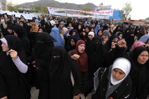 Afghans protesting against new Shia law outside of Kabul University (courtesy: http://english.aljazeera.net)