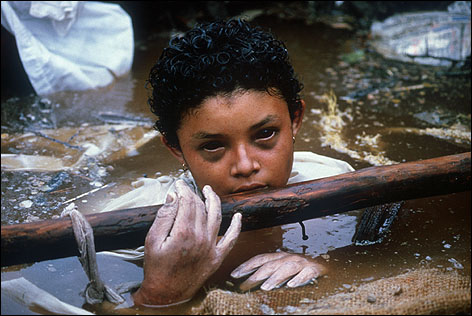 Omayra Sanchez, 13 year-old victim of the eruption of the Nevado del Ruiz volcano, Frank Fournier